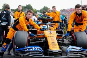 Lando Norris, McLaren MCL34, arriva sulla griglia