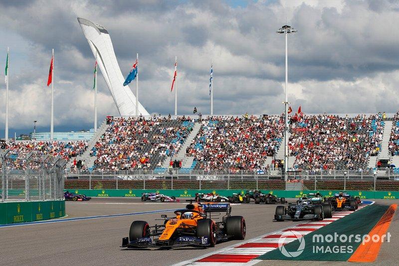 Carlos Sainz Jr., McLaren MCL34, leads Valtteri Bottas, Mercedes AMG W10, Lando Norris, McLaren MCL34, Sergio Perez, Racing Point RP19, Max Verstappen, Red Bull Racing RB15, Nico Hulkenberg, Renault F1 Team R.S. 19, as behind, Antonio Giovinazzi, Alfa Romeo Racing C38, Romain Grosjean, Haas F1 Team VF-19 and Daniel Ricciardo, Renault F1 Team R.S.19 collide