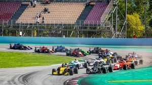 Подиум: Виктор Мартинс, MP Motorsport, Александр Смоляр, R-ace GP, и Петр Птацек, Bhaitech