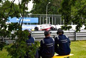 Timo Glock, BMW Team RMG, BMW M4 DTM, e di commissari di pista