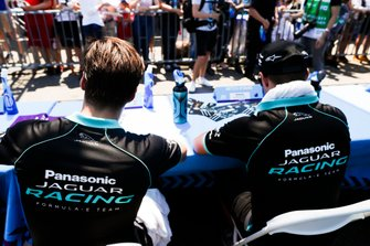 Alex Lynn, Panasonic Jaguar Racing, Mitch Evans, Panasonic Jaguar Racing alla sessione autografi