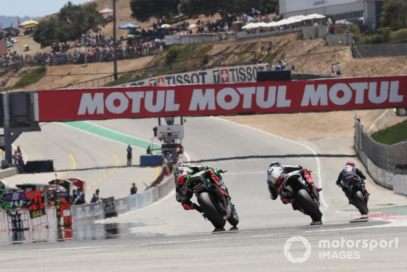 Leon Haslam, Kawasaki Racing Team segue Tom Sykes, BMW Motorrad WorldSBK Team, Lowes