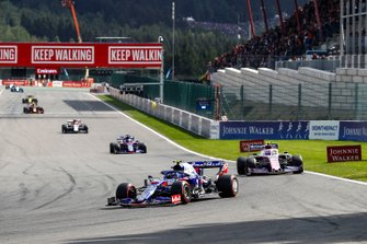 Pierre Gasly, Toro Rosso STR14, leads Lance Stroll, Racing Point RP19 and Daniil Kvyat, Toro Rosso STR14