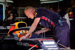 Max Verstappen, Red Bull Racing RB15, Ole Schak Redbull Racing mechanic