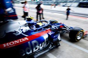 Naoki Yamamoto, Toro Rosso STR14, leaves the garage