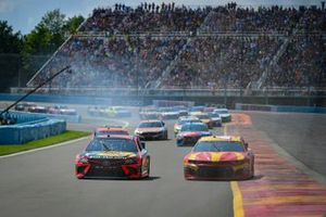 Martin Truex Jr., Joe Gibbs Racing, Toyota Camry Bass Pro Shops, Kyle Larson, Chip Ganassi Racing, Chevrolet Camaro McDonald's