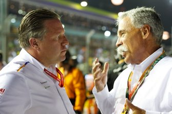 Zak Brown, Executive Director, McLaren, talks with Chase Carey, Chairman, Formula 1
