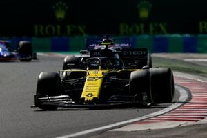 Nico Hulkenberg, Renault F1 Team R.S. 19, leads Sergio Perez, Racing Point RP19