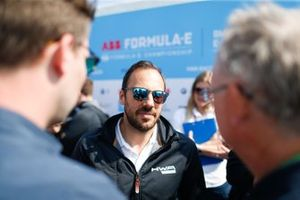 Gary Paffett, HWA Racelab, talks to the press