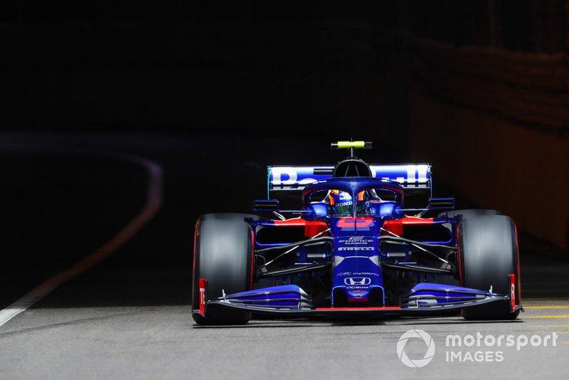 10. Александр Элбон (Toro Rosso) – 1:11,653