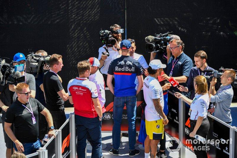 Kimi Raikkonen, Alfa Romeo Racing, Daniil Kvyat, Toro Rosso et Lewis Hamilton, Mercedes AMG F1, parlent à la presse