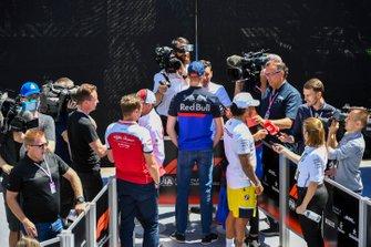 Kimi Raikkonen, Alfa Romeo Racing, Daniil Kvyat, Toro Rosso ve Lewis Hamilton, Mercedes AMG F1