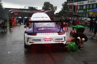 La Porsche di Diego Bertonelli, Dinamic Motorsport, in griglia di partenza
