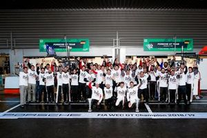 Worldchampions#92 Porsche GT Team Porsche 911 RSR: Michael Christensen, Kevin Estre with the team