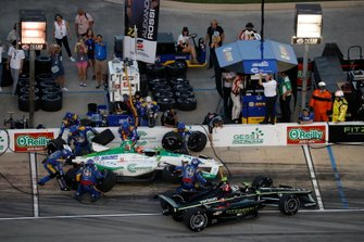 Alexander Rossi, Andretti Autosport Honda, pit stop, Josef Newgarden, Team Penske Chevrolet