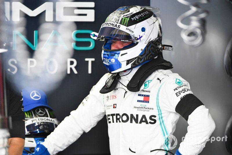 Valtteri Bottas, Mercedes AMG F1 in the garage with a black arm band on in tribute of Niki Lauda