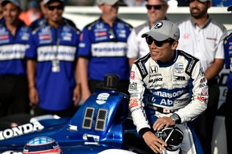 Takuma Sato, Rahal Letterman Lanigan Racing Honda celebrates winning the pole