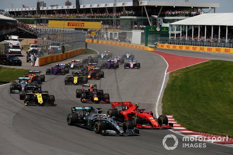 As Renault mostraram força desde o início, brigando com a Red Bull