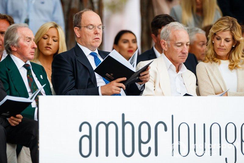 Sir Jackie Stewart ve Prens Albert II, Amber Lounge moda şovu