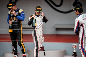 Race Winner Nyck De Vries, ART Grand Prix, Luca Ghiotto, UNI Virtuosi Racing and Nobuharu Matsushita, Carlin celebrate on the podium with the champagne