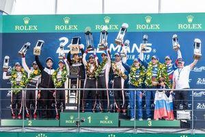 Podio: ganadores #8 Toyota Gazoo Racing Toyota TS050: Sébastien Buemi, Kazuki Nakajima, Fernando Alonso
