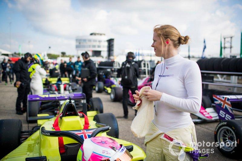 Элис Пауэлл (6 место в квалификации, 2-е в гонке)