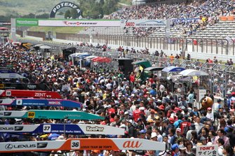Crowds in the pitlane
