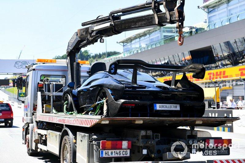 Un McLaren Senna Supercar en un camión de plataforma
