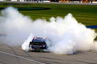 Yarış galibi Alex Bowman, Hendrick Motorsports, Chevrolet Camaro Axalta