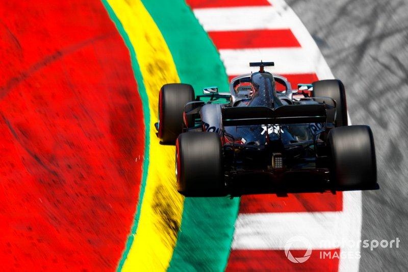 4: Lewis Hamilton, Mercedes AMG F1 W10, 1'03.262 (3 posiciones de penalización por molestar a Raikkonen en Q1)