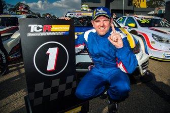 Race winner #8 Jason Bright, Volkswagen Golf GTI