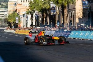 David Coulthard, Red Bull Racing RB7 in the streets of Cape Town