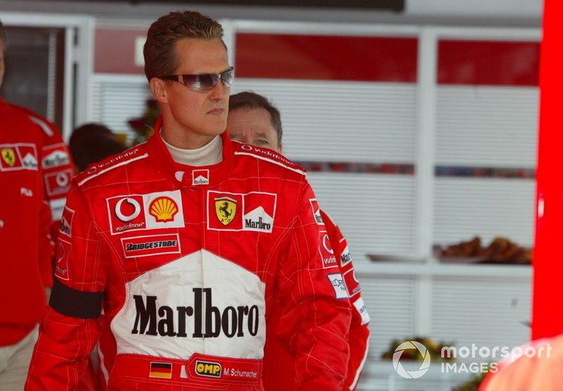 Le vainqueur Michael Schumacher, Ferrari, porte un brassard noir en signe d'hommage pour sa mère, décédée avant la course