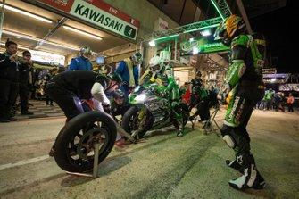 #4 Kawasaki: Julien Enjolras, Kevin Denis, Osamu Deguchi