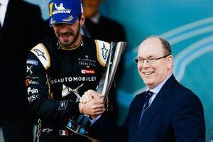 Podium: race winner Jean-Eric Vergne, DS TECHEETAH receives his trophy from Albert II, Prince of Monaco on the podium