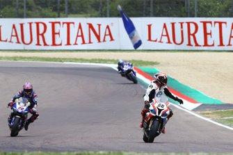 Tom Sykes, BMW Motorrad WorldSBK Team pulls over
