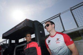 アレックス・パロウ(#720 McLaren 720S)とショーン・ウォーキンショー(#35 arto RC F GT3)