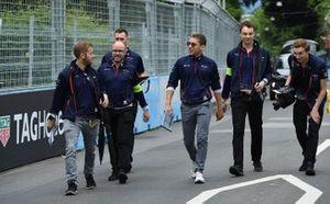 Sam Bird, Envision Virgin Racing, Robin Frijns, Envision Virgin Racing, cammina sulla pista