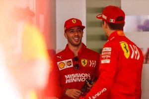 Пилот по развитию Ferrari Антонио Фуоко и гонщик команды Шарль Леклер