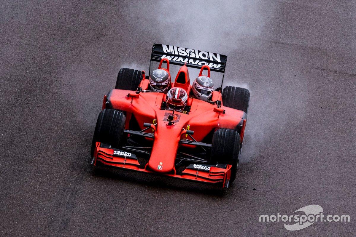 Der Ferrari-F1-Dreisitzer in Aktion