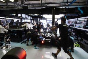 Valtteri Bottas, Mercedes F1 W11, in garage