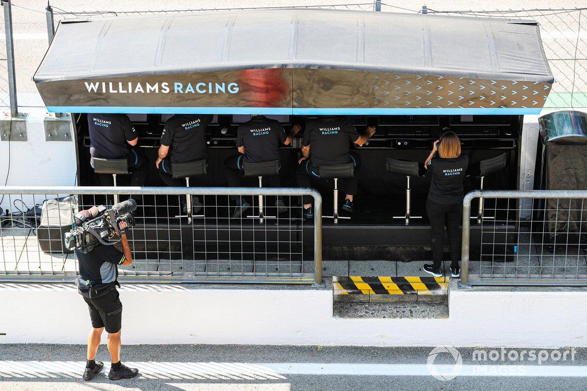 El equipo Williams en el muro de pits