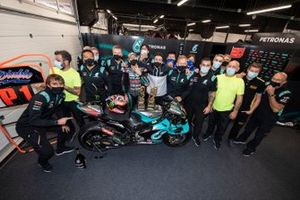 Ganador Fabio Quartararo, Petronas Yamaha SRT celebra con el Petronas Yamaha SIC team
