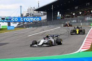 Pierre Gasly, AlphaTauri AT01, Daniel Ricciardo, Renault F1 Team R.S.20, Alex Albon, Red Bull Racing RB16