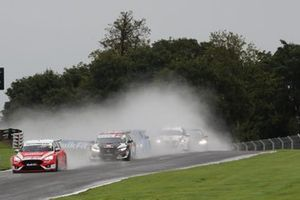 Start - Rory Butcher, Motorbase Performance Ford Focus leads