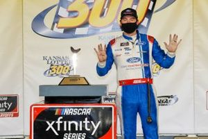 Chase Briscoe, Stewart-Haas Racing, Ford Mustang Ford Performance Racing School in victory lane