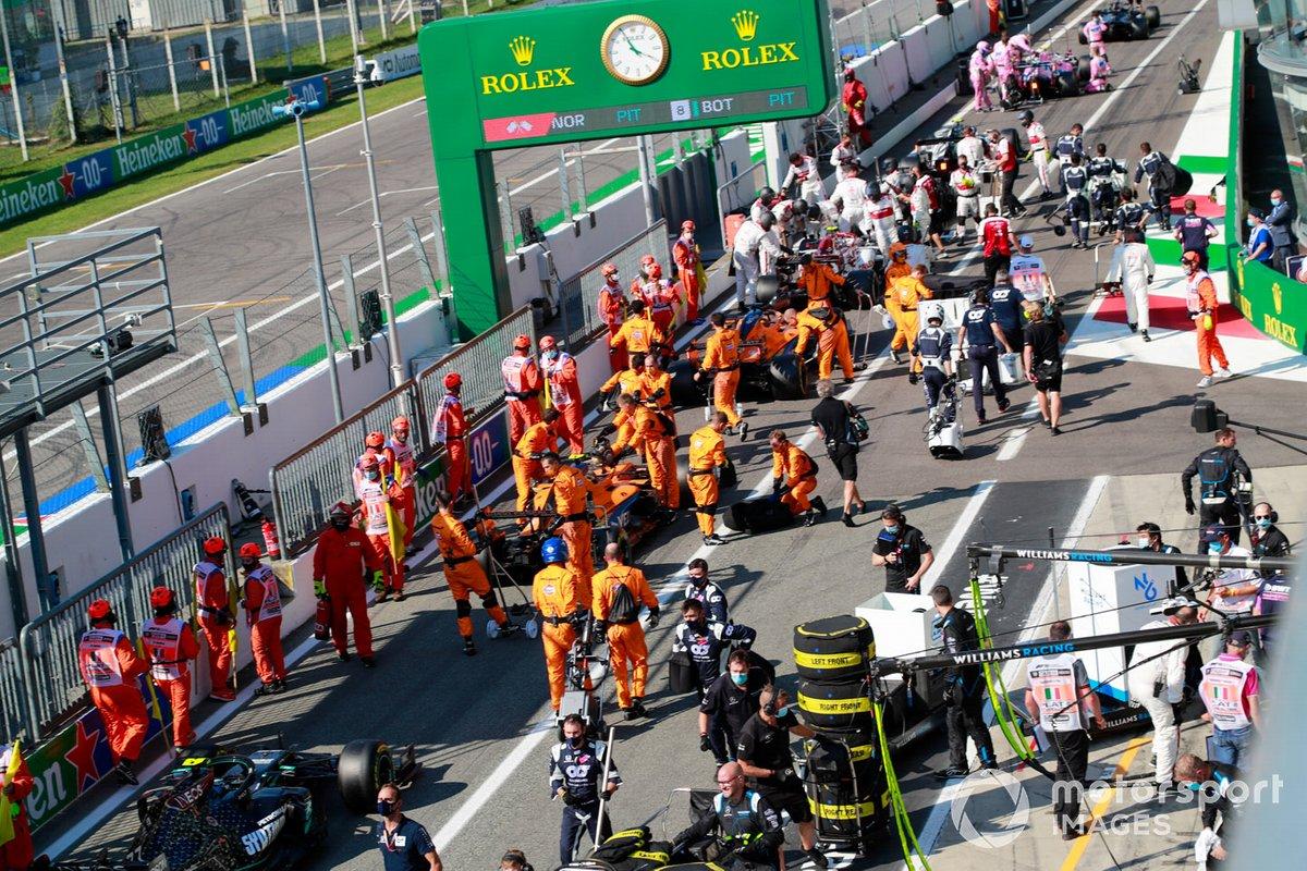 Meccanici in pit lane