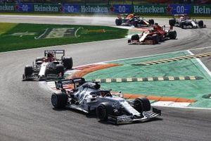 Daniil Kvyat, AlphaTauri AT01, Kimi Raikkonen, Alfa Romeo Racing C39, and Sebastian Vettel, Ferrari SF1000