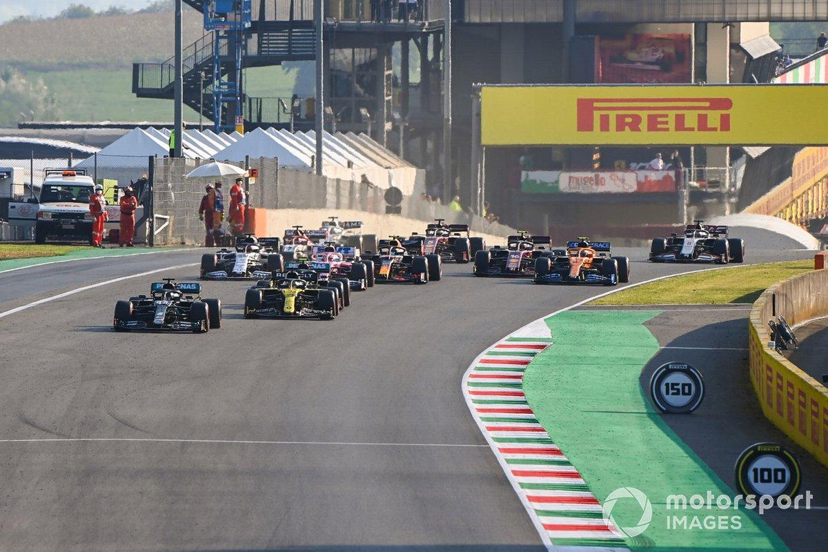 Lewis Hamilton, Mercedes F1 W11, Daniel Ricciardo, Renault F1 Team R.S.20, Valtteri Bottas, Mercedes F1 W11, Sergio Perez, Racing Point RP20, Daniil Kvyat, AlphaTauri AT01, Alex Albon, Red Bull Racing RB16, al reinicio