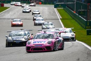 Dylan Pereira, BWT Lechner Racing, leads Florian Latorre, CLRT, and the remiander of the field